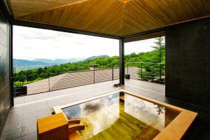 大浴場からの景色(浴槽は改修前の檜風呂)